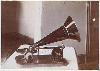 gramphone1.jpg
